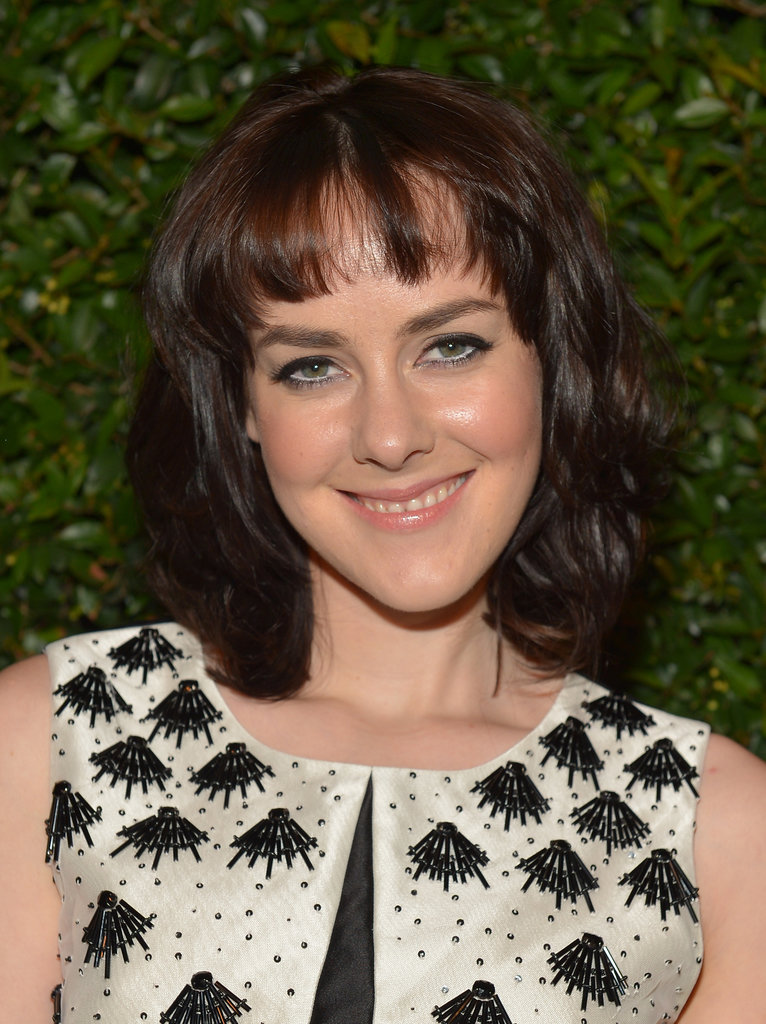 Actress Jena Malone opted for a winged cat-eye and a lot of texture in her trendy lob.