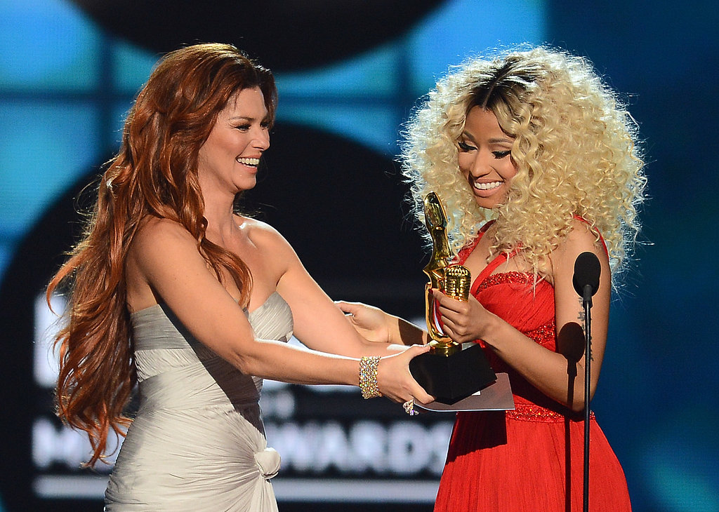 Shania Twain presented Nicki Minaj with her award.