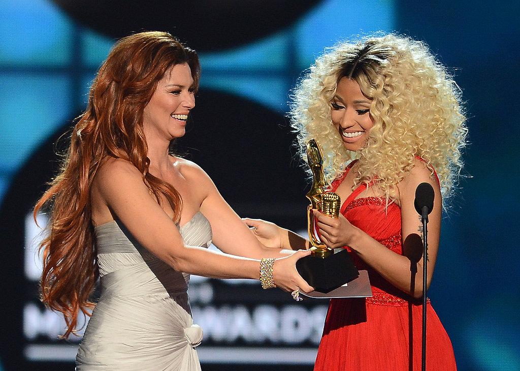 Shania Twain presented Nicki Minaj with her award.