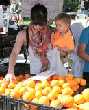 Selma Blair and her son, Arthur, picked oranges at an LA farmers market.