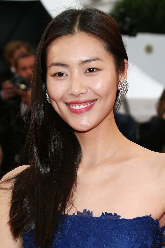 Liu Wen never looked cuter with natural makeup and hair!