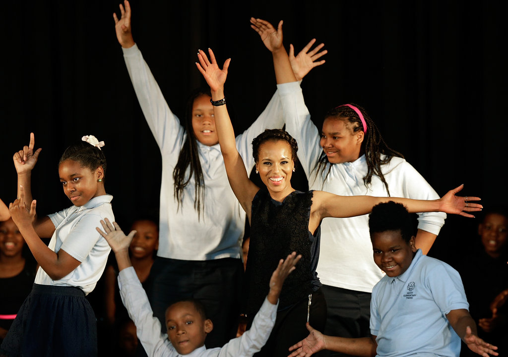 Kerry Washington performed with students at Savoy Elementary.
