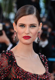Model Bianca Balti wore a sleek chignon, winged eyeliner, and crimson lipstick on the red carpet for La Vénus à la Fourrure.