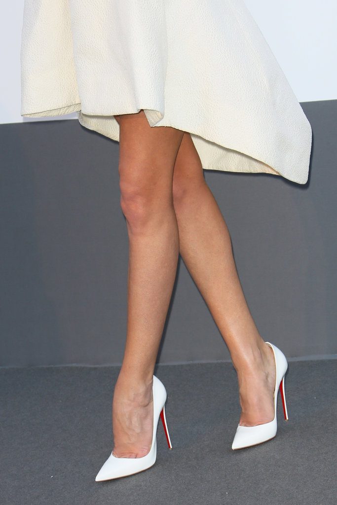 Rosie Huntington-Whiteley wore a pair of white Christian Louboutin pumps.