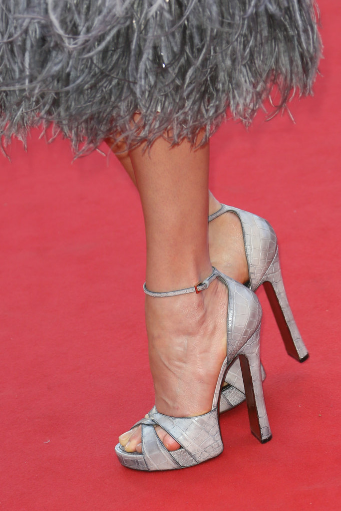 Karlie Kloss wore a pair of sky-high silver heels.