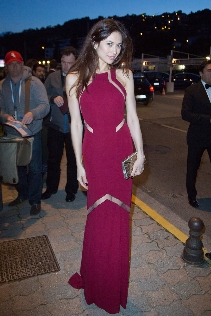 With subtle flashes of skin, Olga Kurylenko's magenta gown turned heads at Vanity Fair and Chanel's dinner.