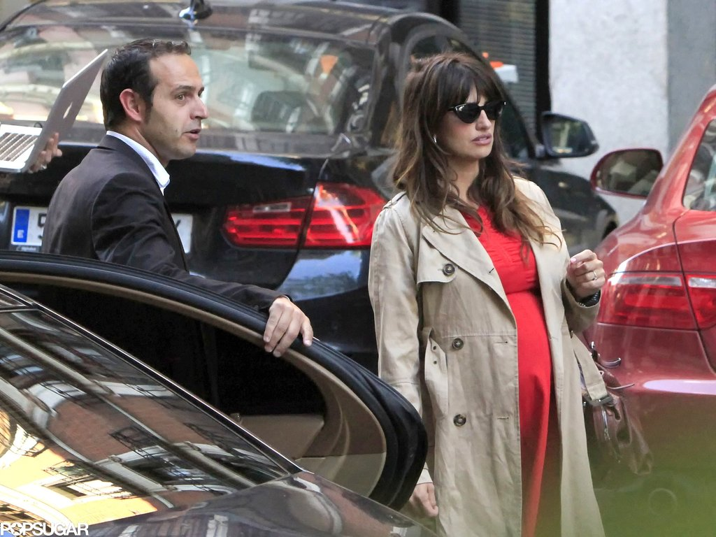 Penélope Cruz dressed her baby bump in red.