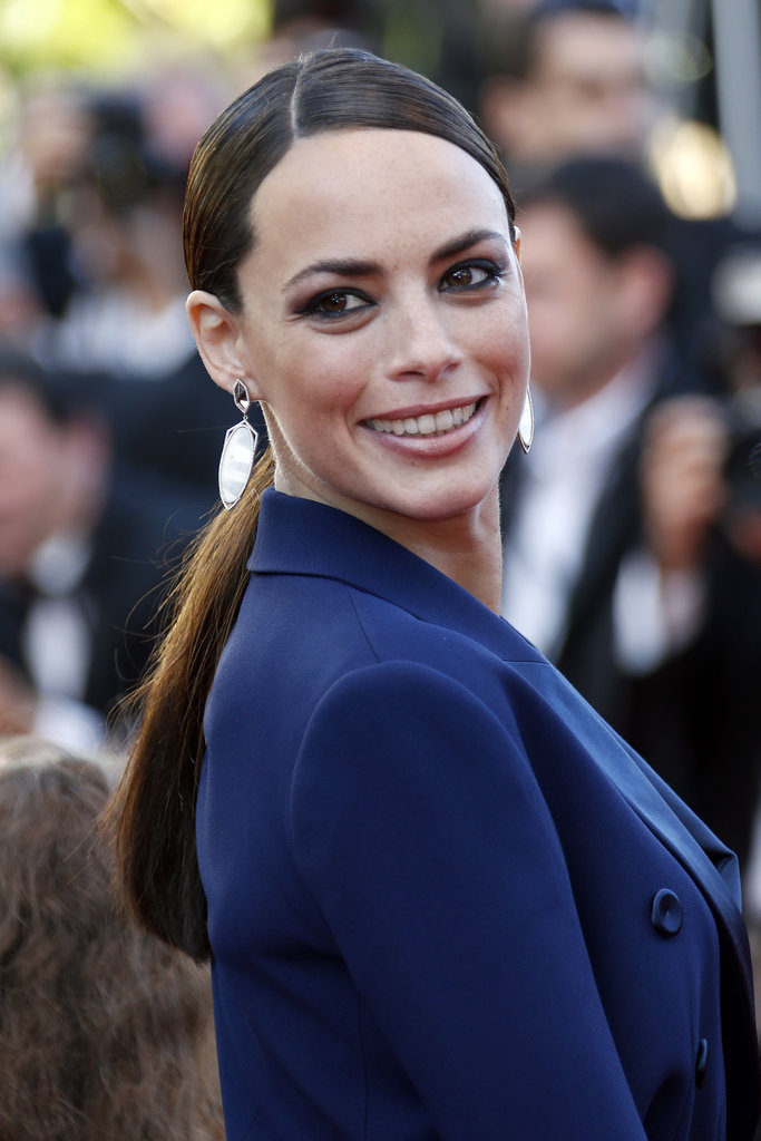 A deep diagonal part adds a touch of excitement to Bérénice Bejo's nape-grazing ponytail on the Le Passe red carpet in Cannes.