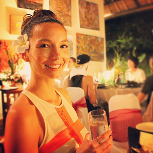 Ricki-Lee Coulter went for a natural look at a recent dinner with friends. Source: Instagram user therickilee