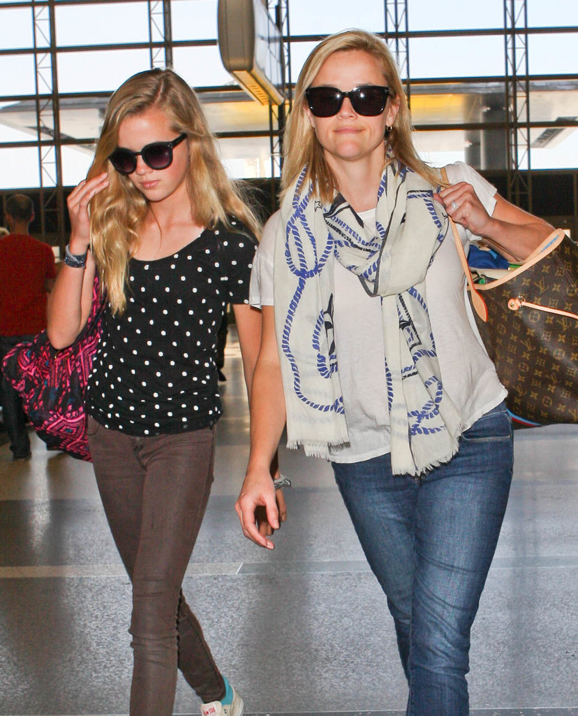 Reese Witherspoon and her look-alike daughter, Ava Phillippe, toted their bags through LAX.