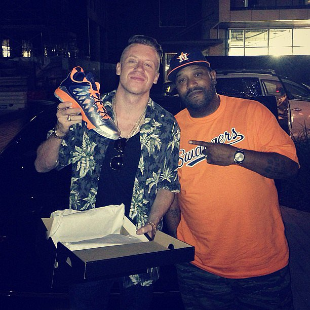 Macklemore showed off a new pair of kicks while spending time with a friend. Source: Instagram user macklemore