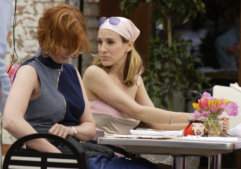 Carrie opts for a flat iron, a pink bandanna, and glossy, rose-hued lips during brunch with the ladies.