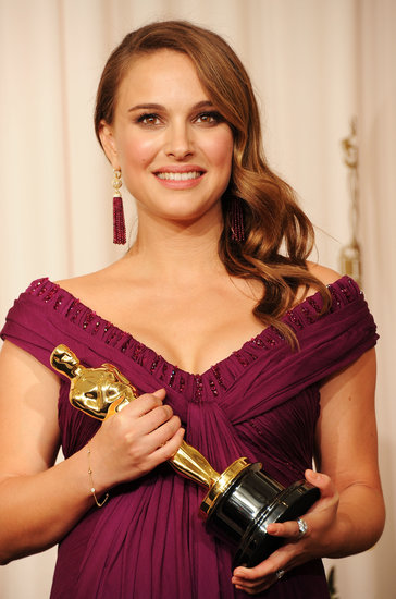 When she accepted her Academy Award for best actress in 2011, Natalie wore a vintage-inspired hairstyle paired with a smoky metallic eye and soft pink lips.