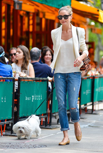 Olivia walked her dog in a classic-cum-cool Summer ensemble. Up top she wore a silky white tank and matching blazer then added ripped jeans and tan ballet flats.