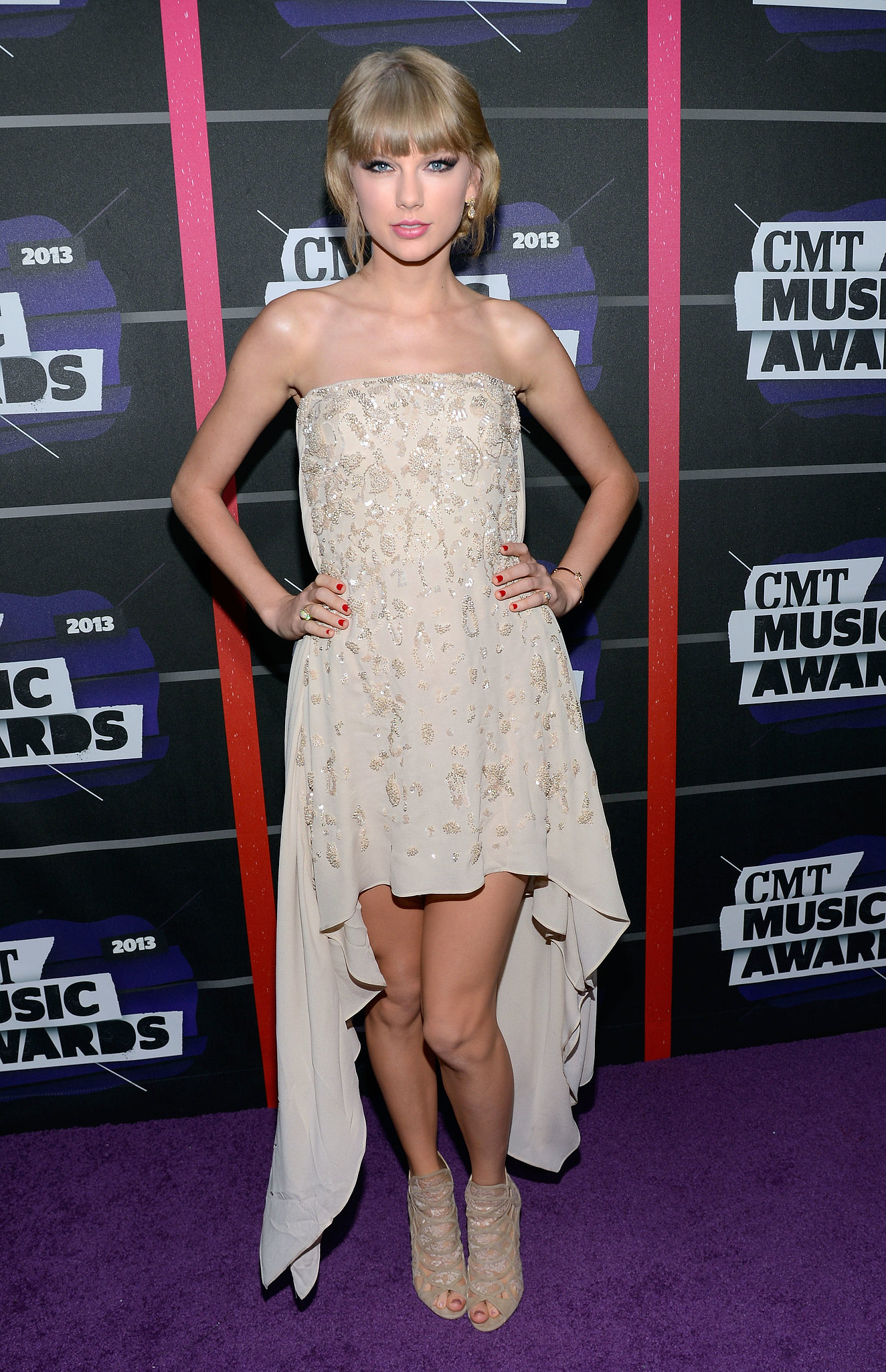 At the 2013 CMT Awards, Taylor Swift ditched strappy sandals for lace ...