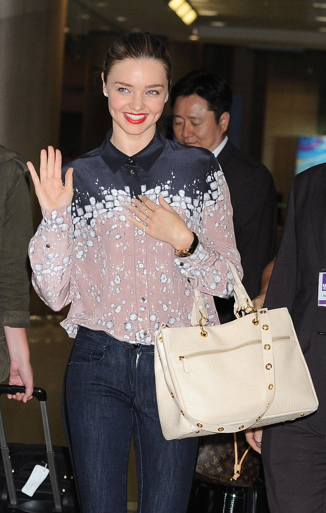 Miranda Kerr greeted a group of fans.