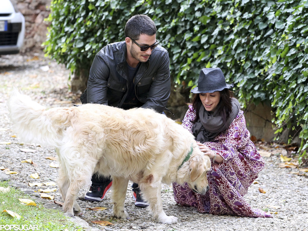 Jennifer Love Hewitt and Brian Hallisay made friends with a Golden Retriever.