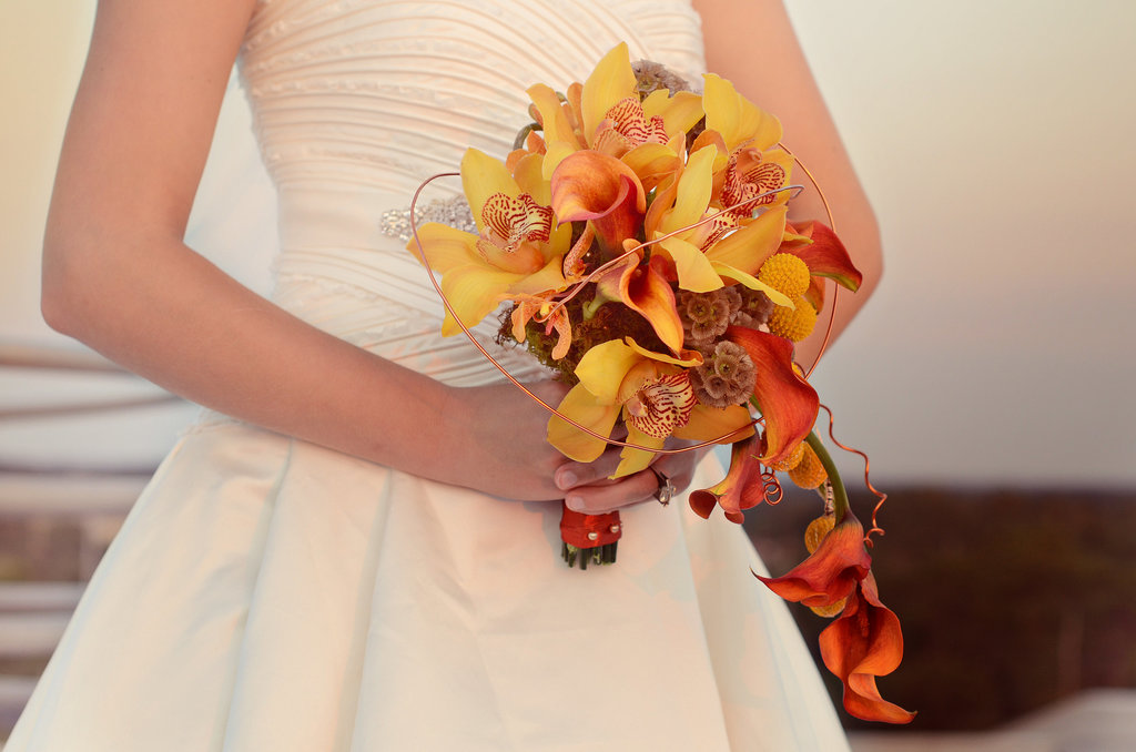 The yellow and orange bouquet subtly reflects a passion for the sciences with a complementary-colored wire accent that reflects the structure of an atom.  Source: Mariana Mosli, Kismisink Photography