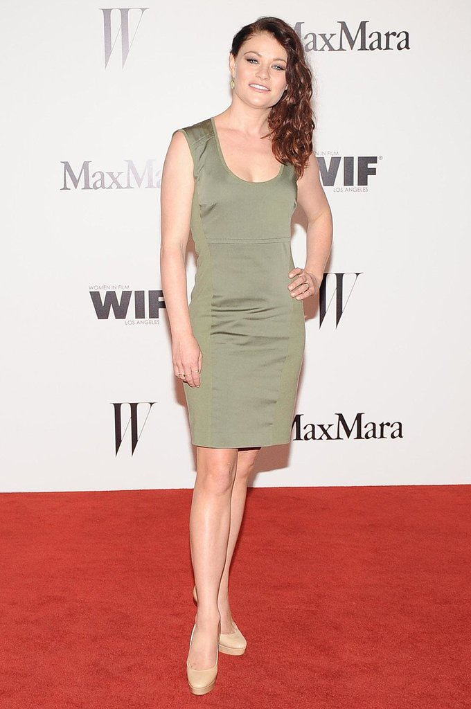 Emilie de Ravin went the minimalist route in a Max Mara olive-hued silk cotton sheath and nude pumps. Source: Owen Kolasinski/BFAnyc.com