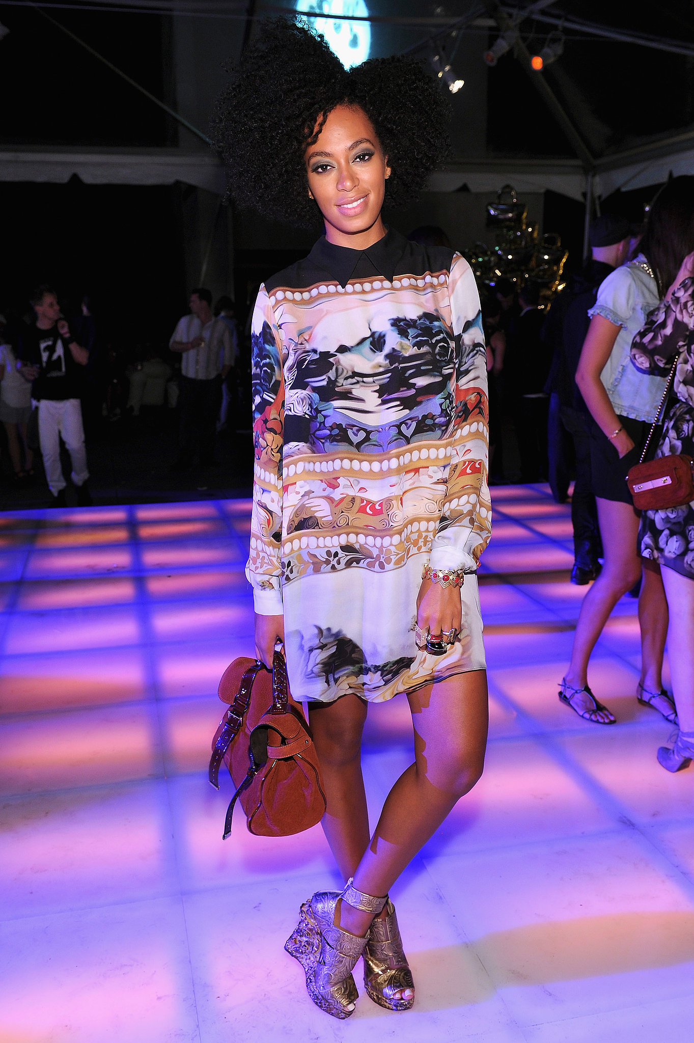 For a night out at Mulberry's 40th anniversary party, Solange went bold in a long-sleeved, '70s-chic printed dress by Mary Katrantzou, Nicholas Kirkwood for Rodarte gold heels, and a Mulberry satchel.