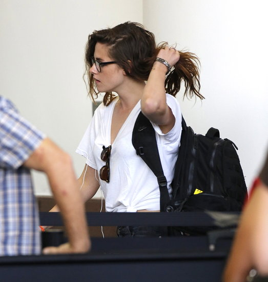 Kristen Stewart carried a black backpack.
