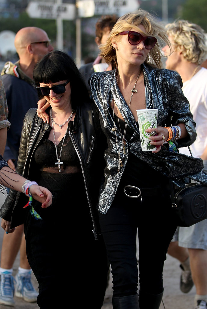 Glastonbury superstar Kate Moss has her festival look perfected by now — a simple black tank and skinny jeans were topped by a standout blazer that look part fashion, part rock.
