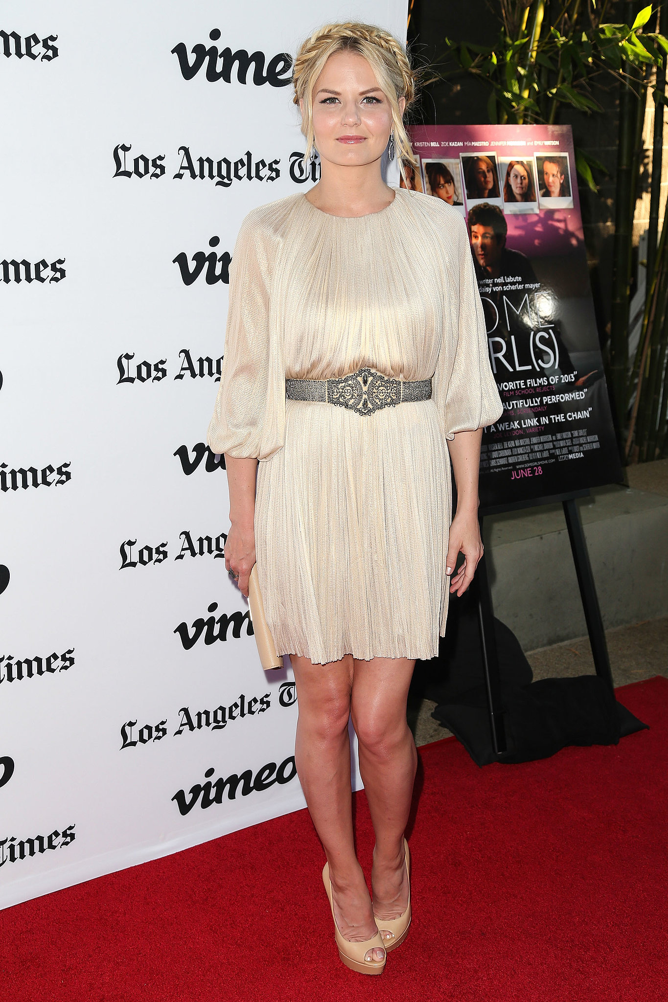 Clad in a champagne-hued dress, Jennifer Morrison proved that you need not wear bright colors to look summery.