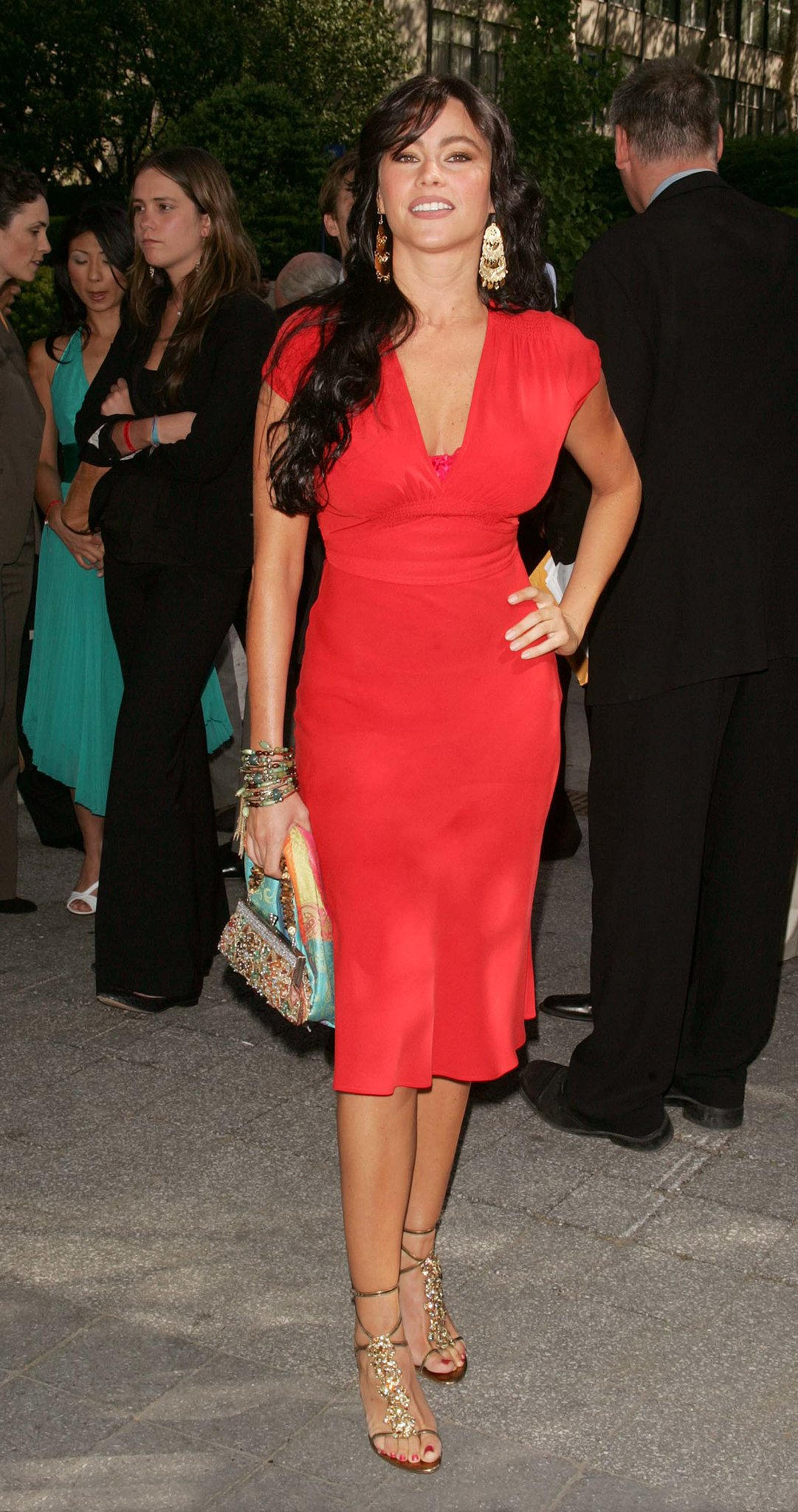 At the 2005/2006 ABC upfronts, Sofia wowed in a flirty red dress — and peekaboo pink lace bra — gold ankle-wrap sandals, and equally dazzling chandelier earrings.