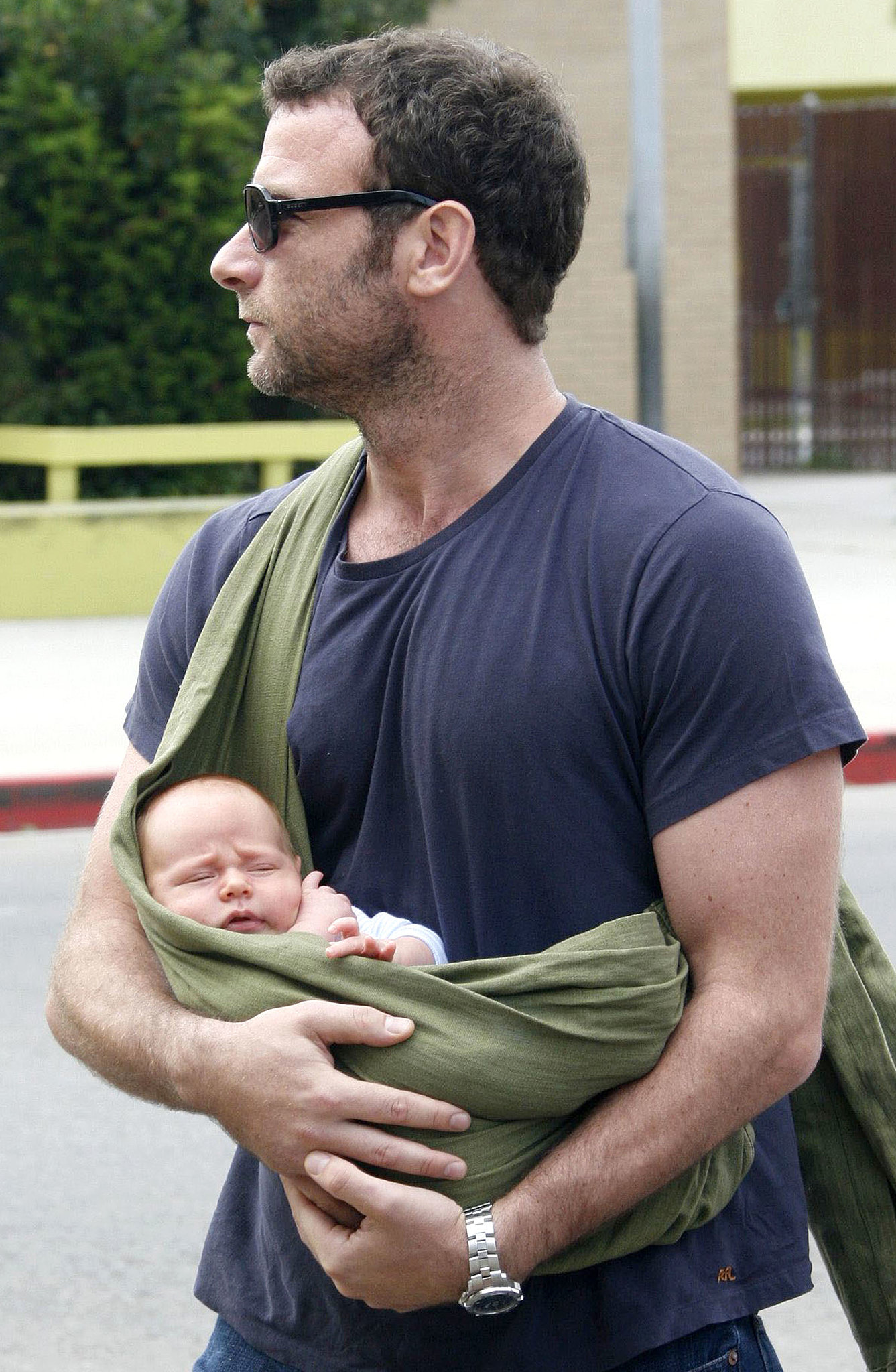 Liev Schreiber carried his newborn baby Alexander in a Mamma's Milk ...: www.popsugar.com/moms/photo-gallery/30950178/image/30950185/Liev...