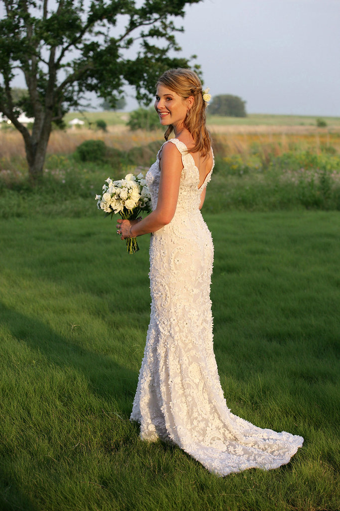 Even before he toasted with the Clintons this week, Oscar de la Renta had presidential tie-ins. Jenna Bush Hager walked down the aisle in an embroidered column gown by the designer in May 2008.