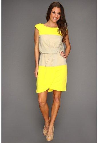 Jessica Simpson - Cap Sleeve Pleat Front Dress w/ Button Shoulder (Vibrant Yellow) - Apparel