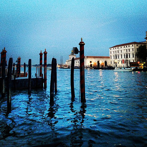Venice looked calm and serene at night when shot through Giovanna Battaglia's lens. Source: Instagram user bat_gio