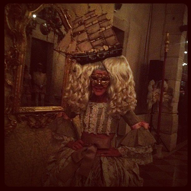 While masquerading with Anna Dello Russo, Tabitha Simmons got a shot of her Venetian-themed garb. Source: Instagram user tabithasimmons