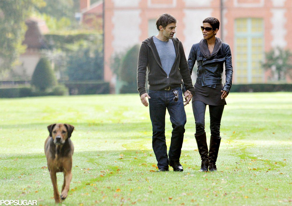 Olivier Martinez and Halle Berry looked so in love while exploring an estate outside Paris owned by Salma Hayek in September 2010.