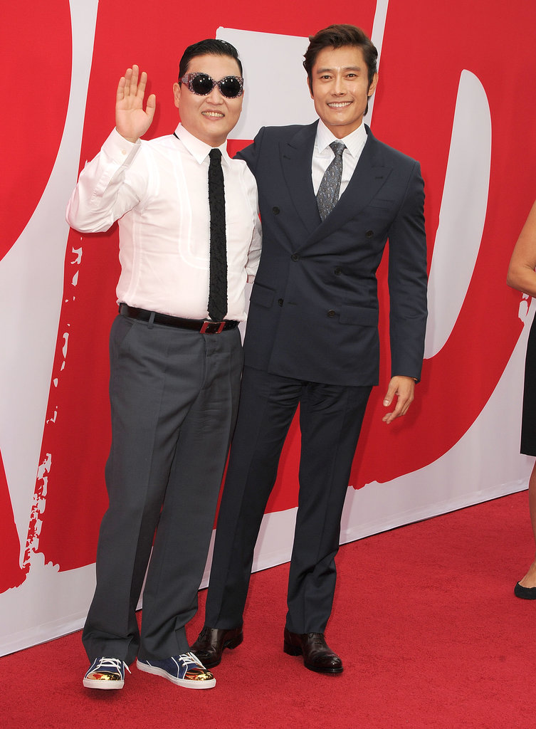 PSY posed on the red carpet with Byung-Hun Lee.