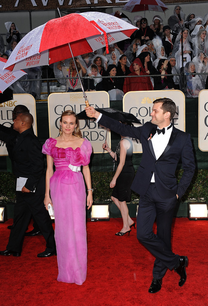 Joshua Jackson held up an umbrella for Diane Kruger at the 2010 Golden Globes.