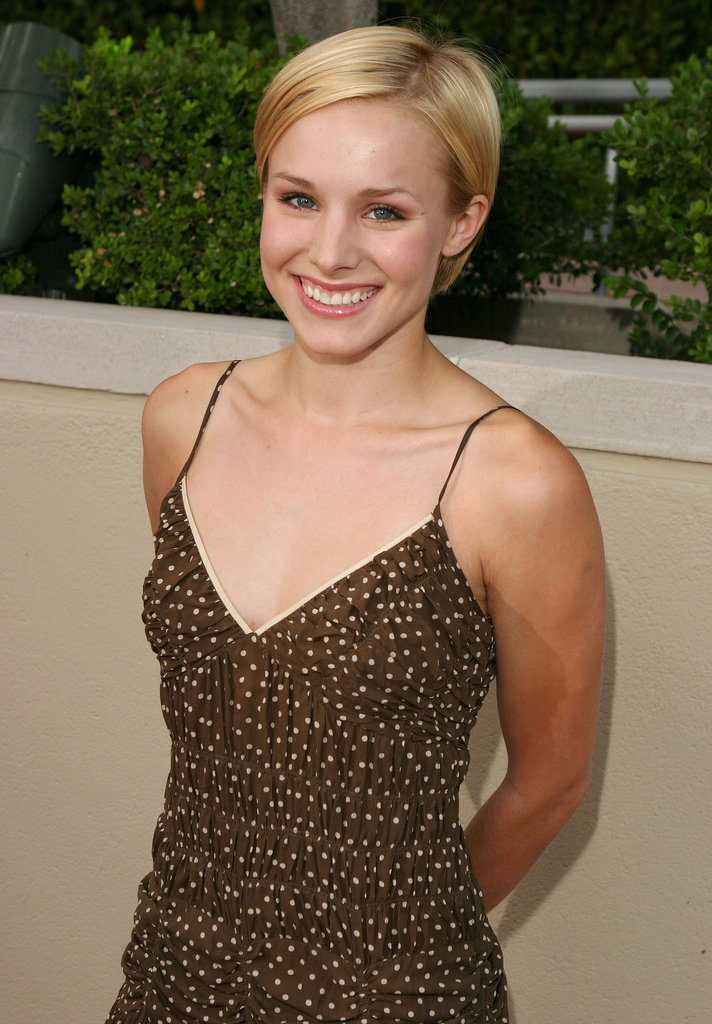 During the first season of Veronica Mars in 2004, Kristen sported a short pixie crop.
