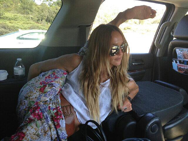Sharni Vinson encountered traffic on the way to Comic-Con, so she killed time by doing stretches. Source: Twitter user sharnivinson
