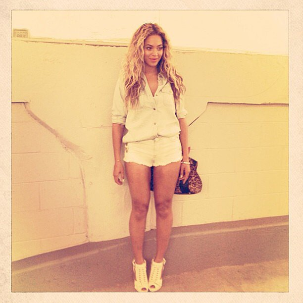 Beyoncé showed off a crisp white outfit while backstage at one of her show