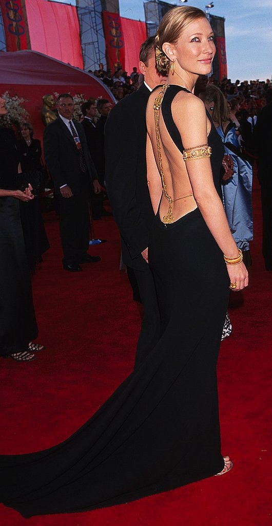 It was all about the gold back jewelry on Cate's black gown at the 72nd Annual Academy Awards. And she certainly knew how to work it for the cameras.