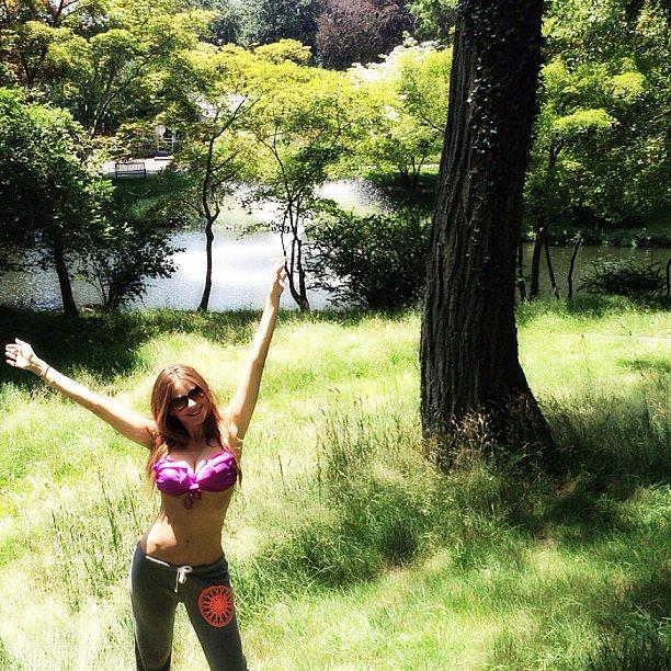 Sofia Vergara flashed her abs by a tree. Source: Instagram user sofiavergara