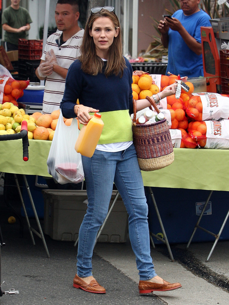 Jennifer Garner picked up orange juice at the market.
