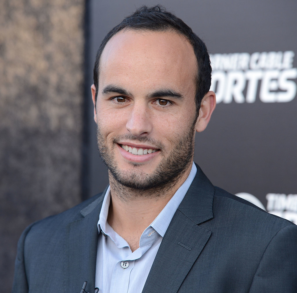 The 35-year old son of father Tim Donovan and mother Donna Kenney-Cash, 173 cm tall Landon Donovan in 2017 photo