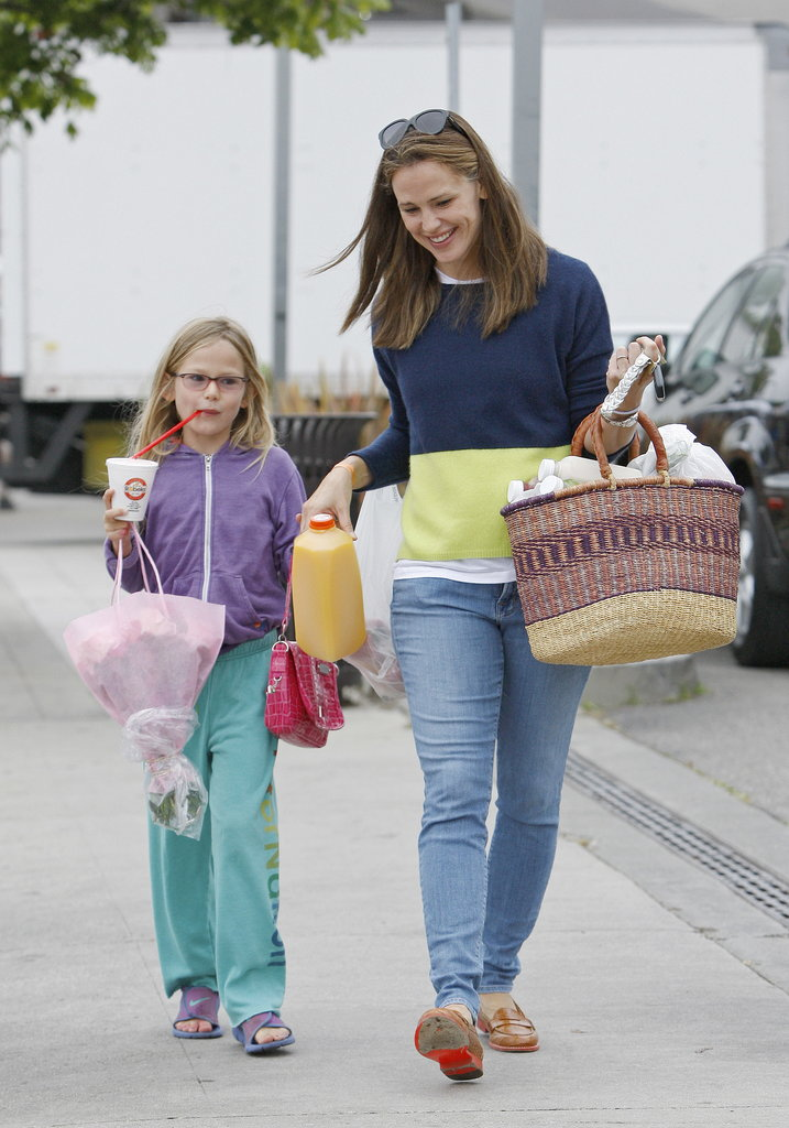 Jennifer Garner ventured out to a farmers market on Sunday in LA with Violet.