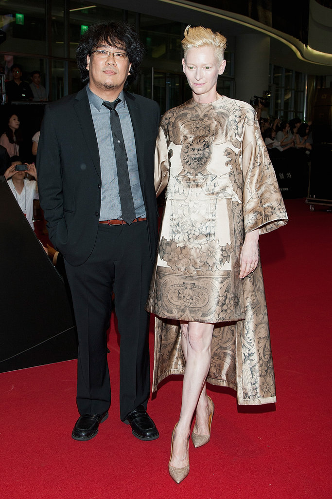 Tilda Swinton hit the Seoul red carpet for the Snowpiercer premiere in an asymmetric Valentino Haute Couture design.