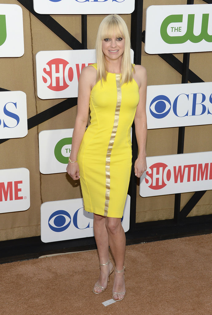 Anna Faris slipped into a bright yellow body-conscious sheath and subtle strappy sandals.