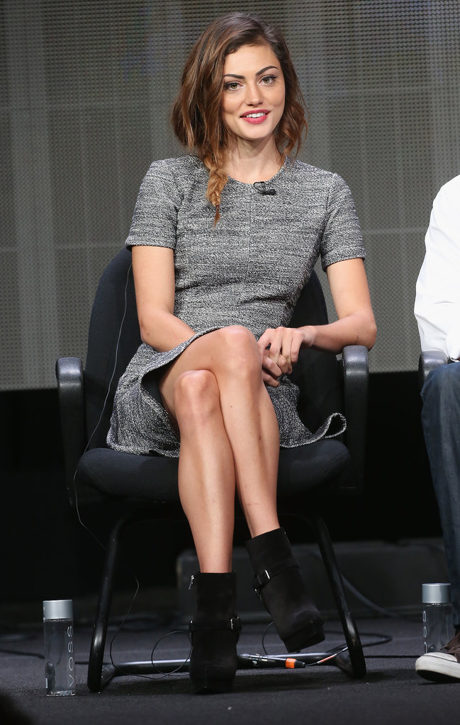 Phoebe Tonkin took the cool-girl dress code to the panel, completing her gray dress with ankle boots.