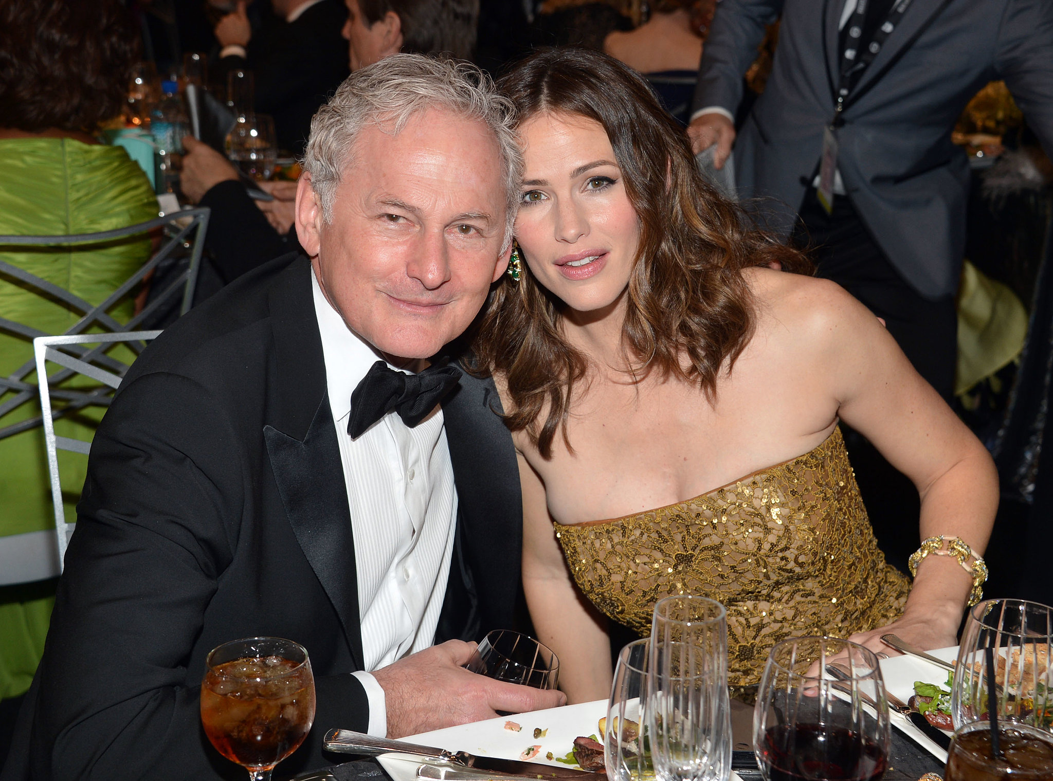 Victor Garber and Jennifer Garner have remained close since starring as father and daughter i