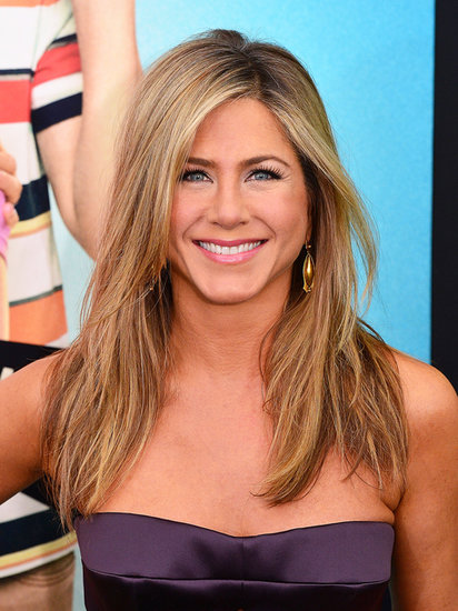 Jennifer Aniston graced the red carpet of the We're the Millers premiere in a body-hugging plum dress. She stuck to her signature blowout and natural makeup look.
