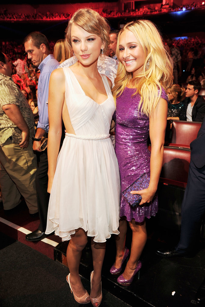 Taylor Swift met up with Hayden Panettiere at the 2012 Teen Choice Awards.